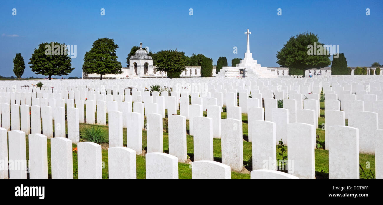 Cross of Sacrifice at Tyne Cot Cemetery of the Commonwealth War Graves Commission for WWI British soldiers, Flanders, Belgium - Stock Image