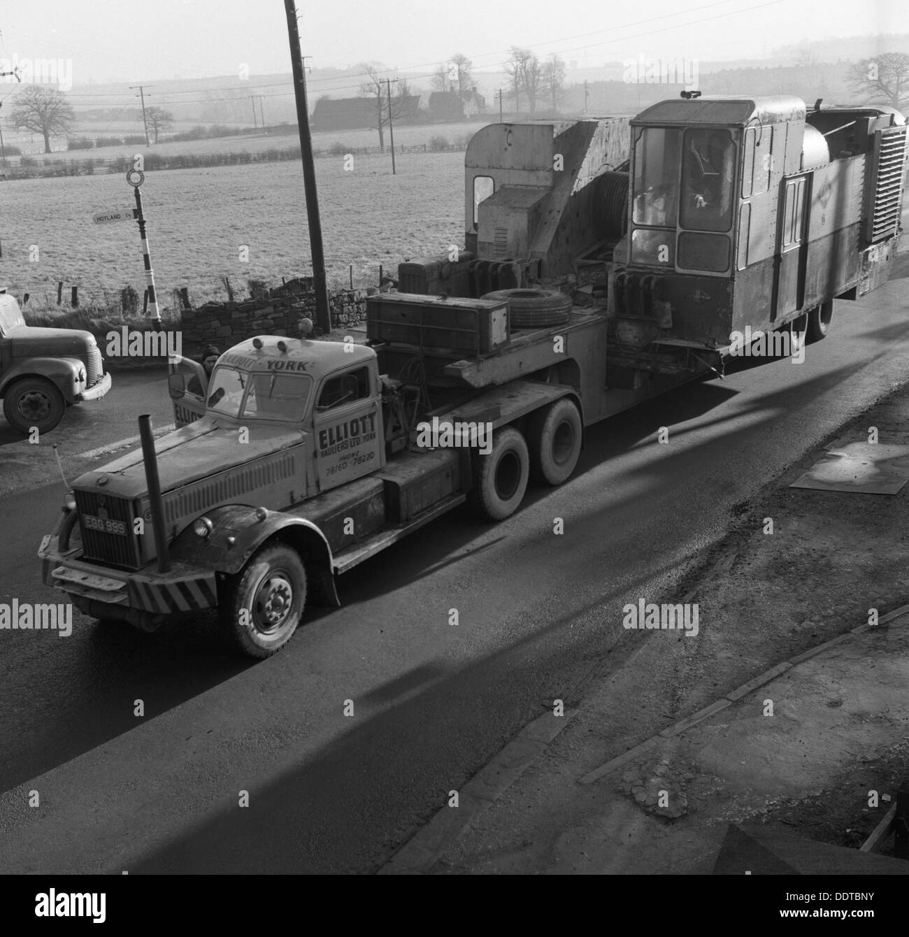 Early 1940s Diamond T truck pulling a large load, South Yorkshire, 1962. Artist: Michael Walters Stock Photo