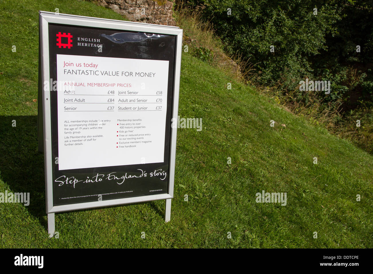 A-Board pavement sign advertising English Heritage Membership at the entrance to one of their properties. - Stock Image