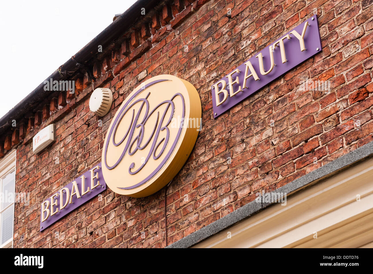 Beauty Salon Sign High Resolution Stock Photography and Images - Alamy