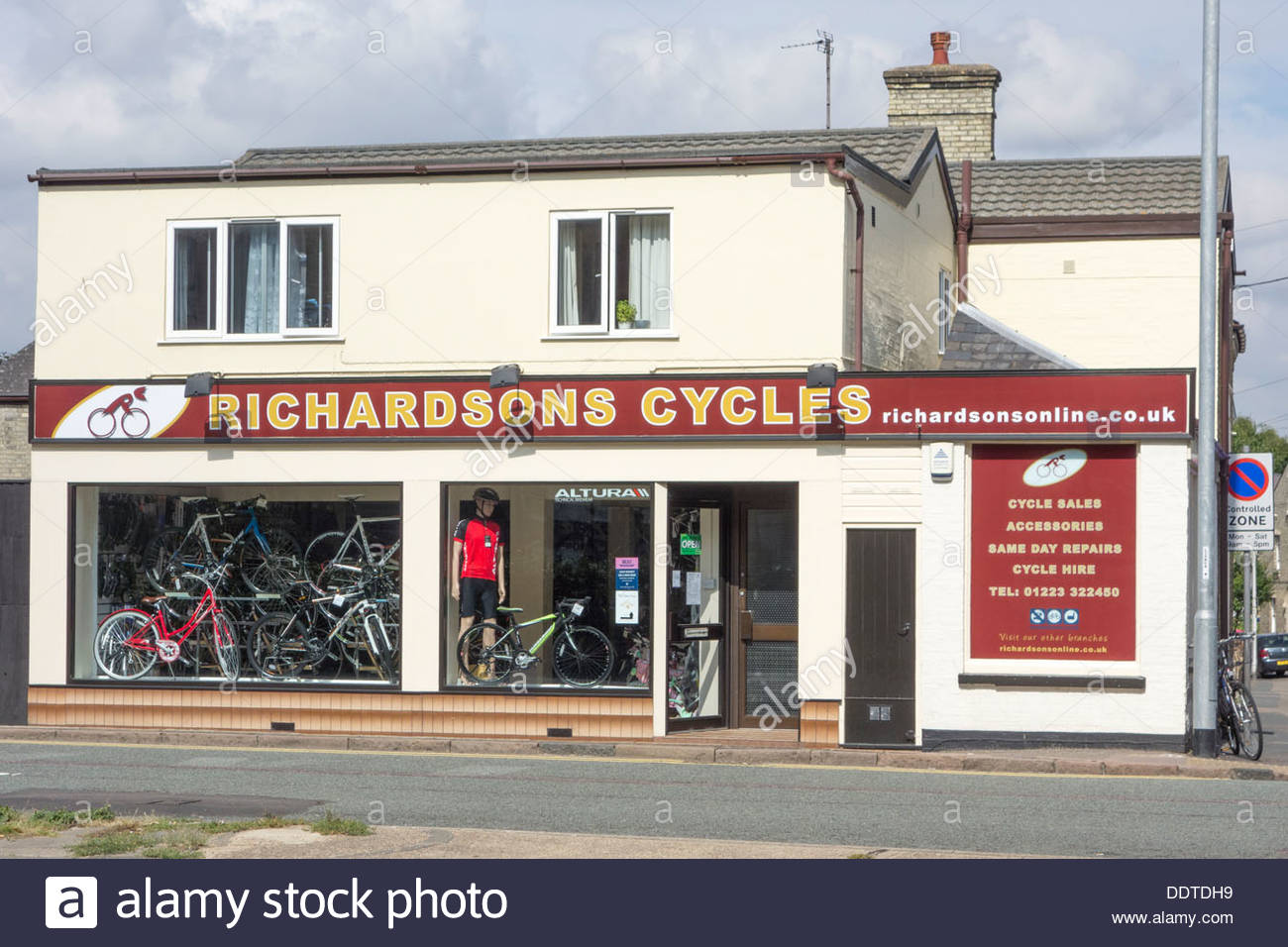 Richardsons Cycles shop on Newmarket Road, Cambridge - Stock Image