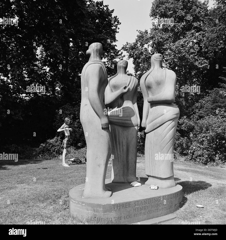 'Three Standing Figures' by Henry Moore, Battersea Park, London, 1962-1964. Artist: John Gay - Stock Image