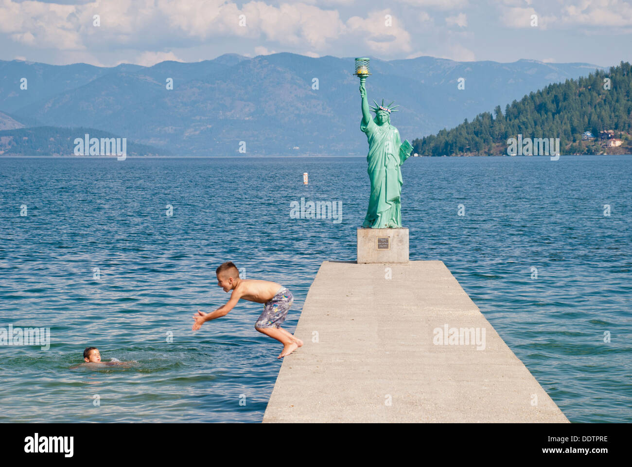 Young boys brave the chilly waters of Lake Pend Oreille, Sandpoint, Idaho, USA. - Stock Image