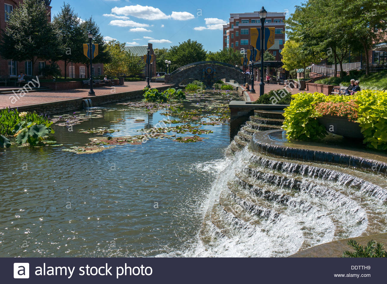 Promenade and waterfall in Carroll Creek Park in Frederick, Maryland - Stock Image