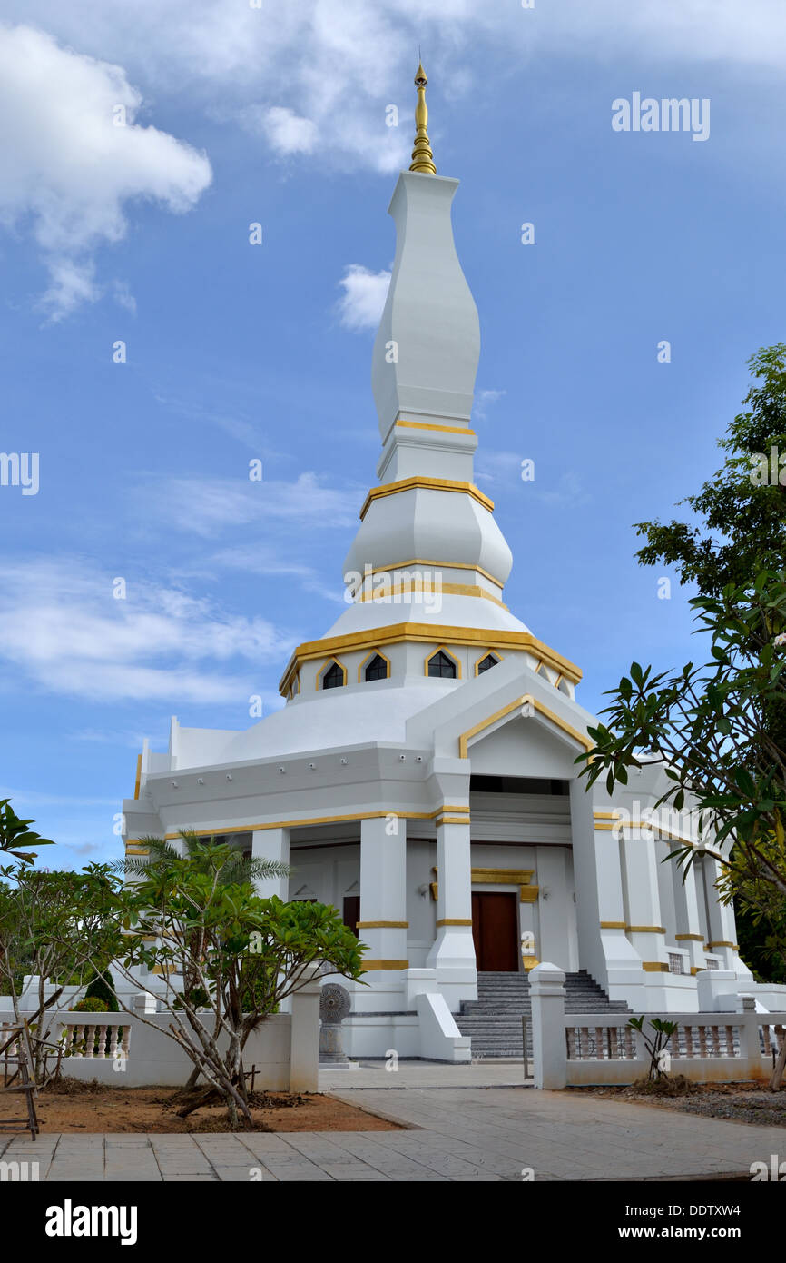 White and Gold Pagoda at Wat Tum Pra Toon Temple - Pattaya - Stock Image