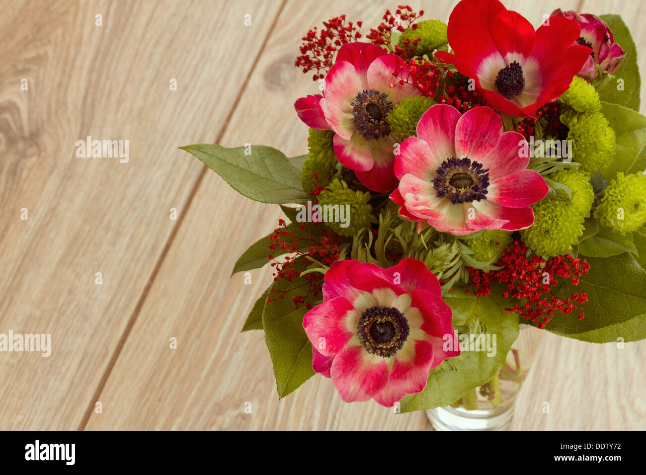 Bouquet of red anemone flowers stock photo 60169846 alamy bouquet of red anemone flowers izmirmasajfo