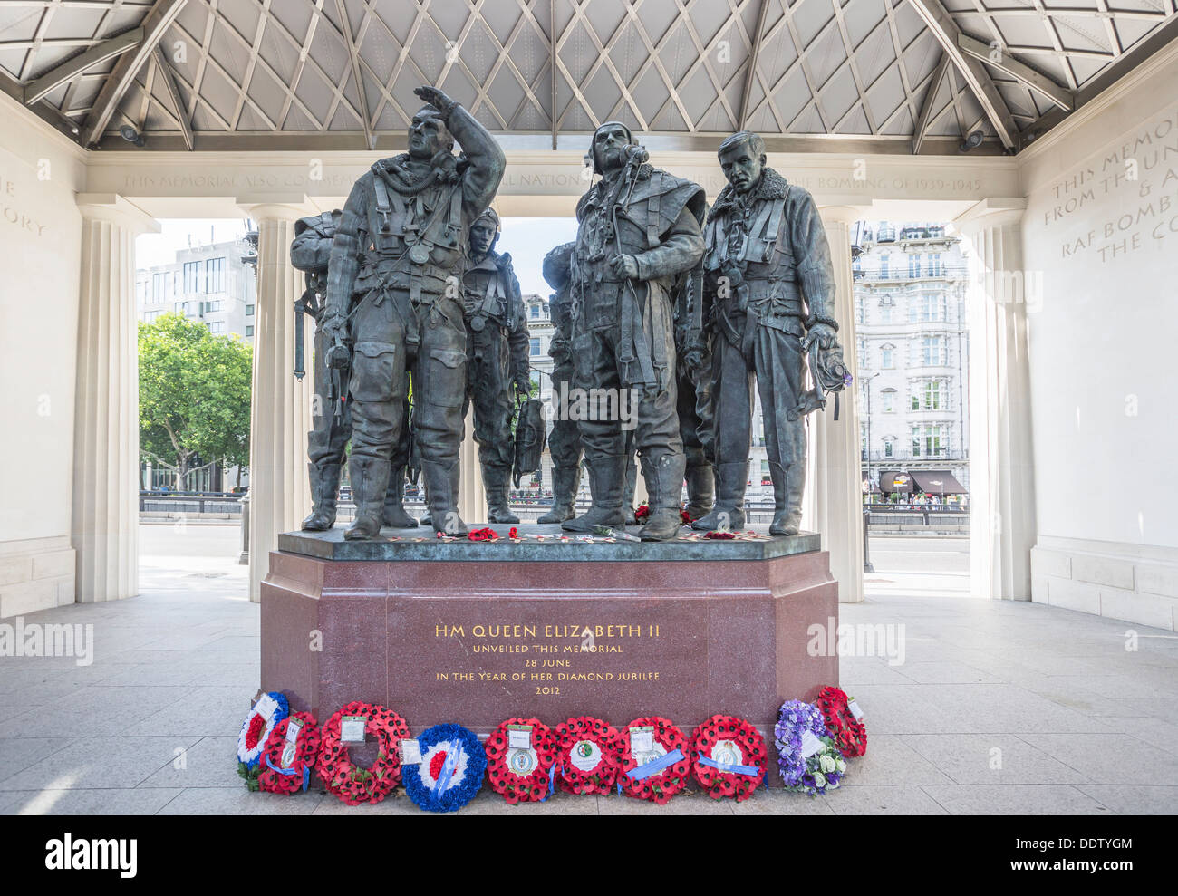 RAF Bomber Command Memorial, Green Park, London - unveiled by Queen Elizabeth II in 2012 - statues of heroic aircrew from WWII and poppy wreaths - Stock Image