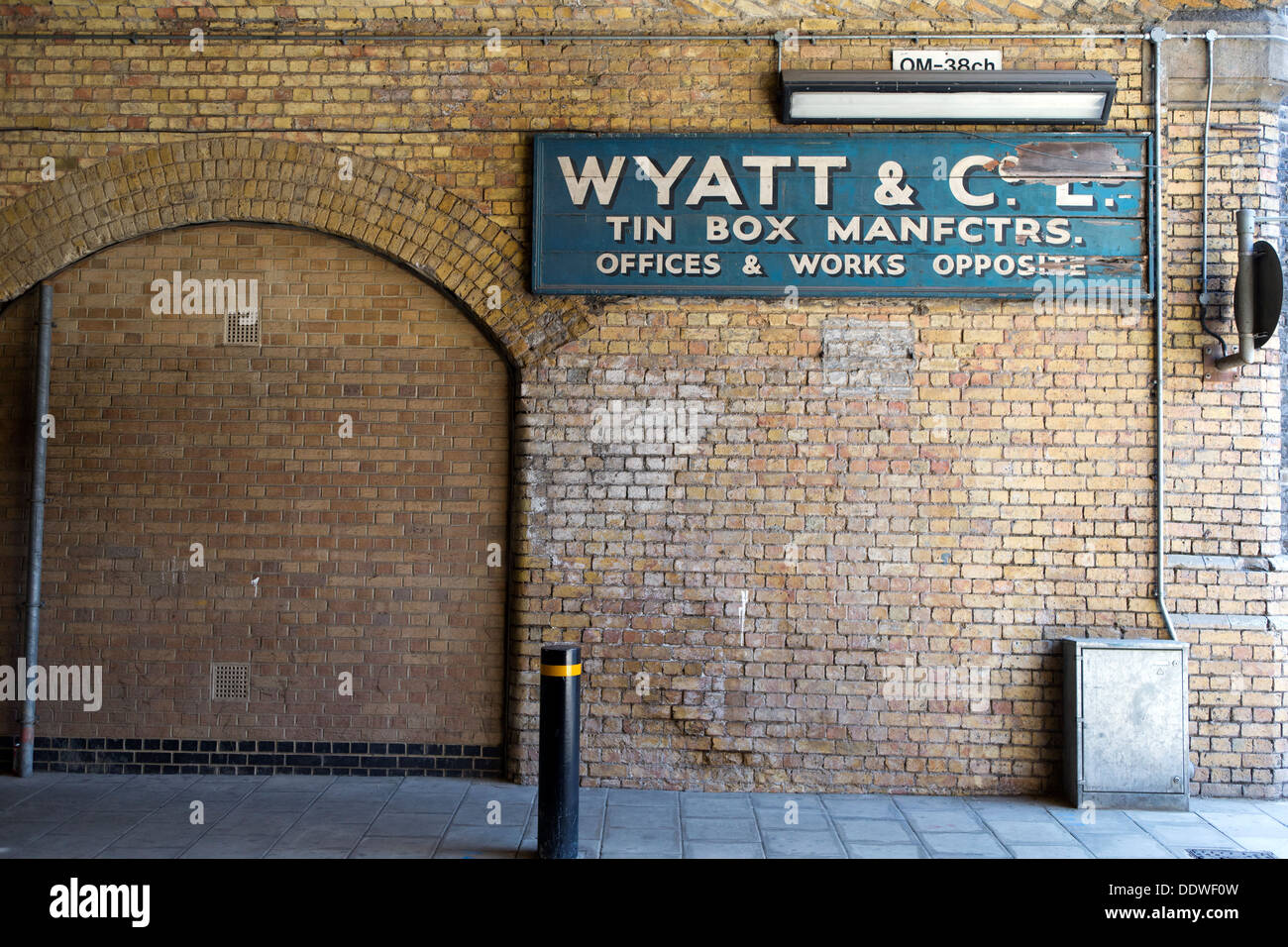 Wyatt & Co. Ltd. Tin Box Manfctrs. Old sign in Tanner Street, Southwark. London, England, UK. - Stock Image