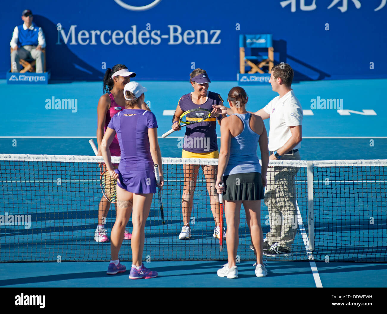 Coin toss in match between Hsieh and Medina Garrigues (far) and Jans-Ignacik and Dellacqua (near) at China Open - Stock Image
