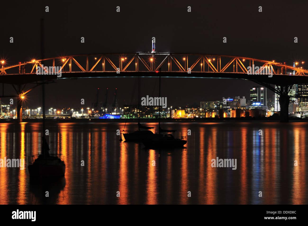 Auckland Harbour Bridge at night - Stock Image