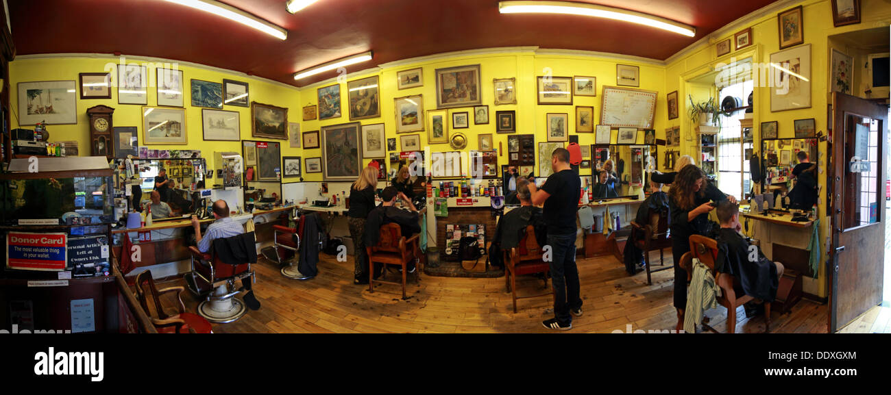 Barbers panorama, Woods Barber Shop, 12 Drummond St, Edinburgh,Scotland, UK, EH8 9TU - Stock Image