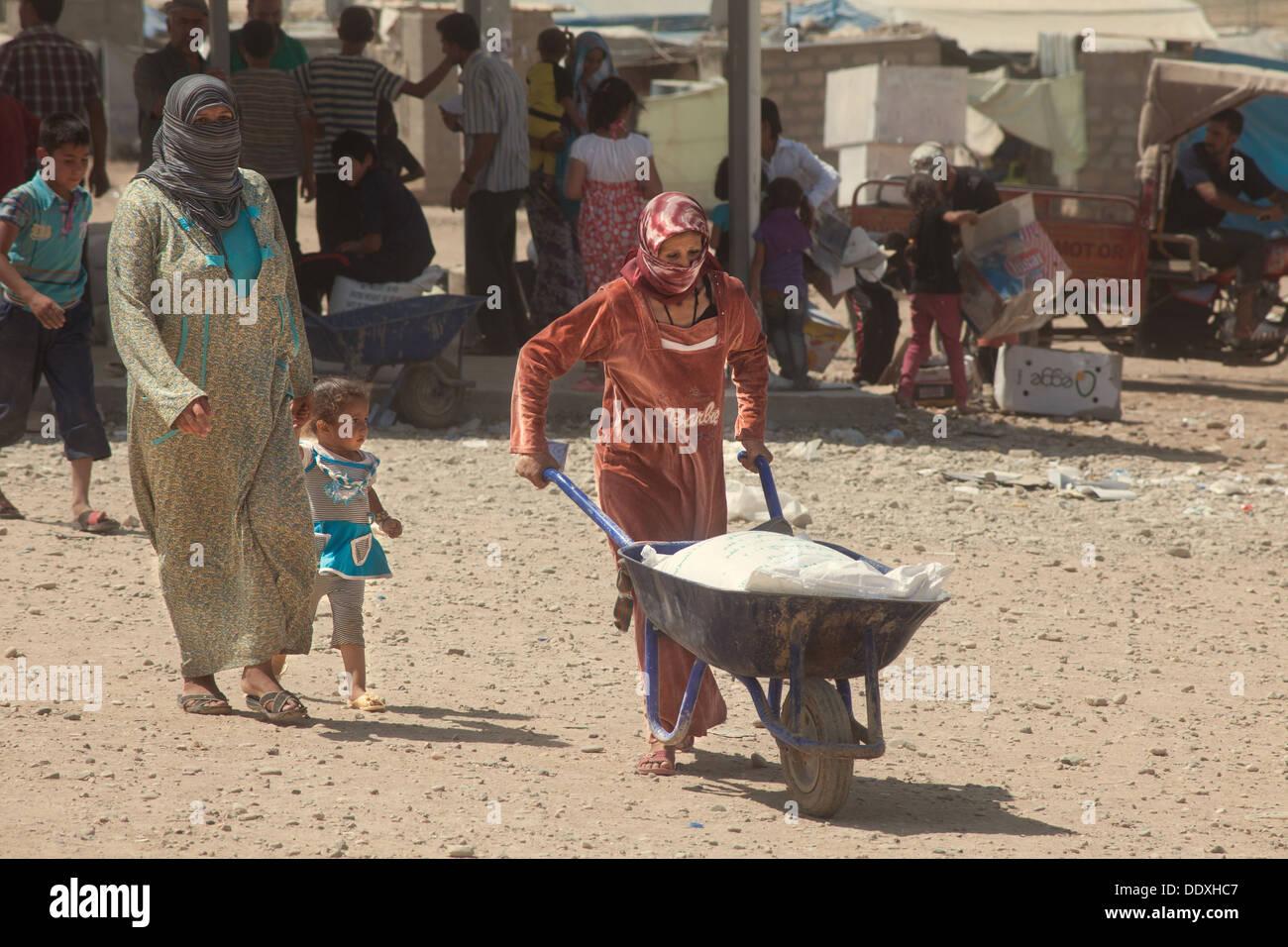 Domiz, Duhok province - Northern Iraq (Iraqi Kurdistan) - Domiz Refugees Camp Life in the camp. Women provide for every needs - Stock Image