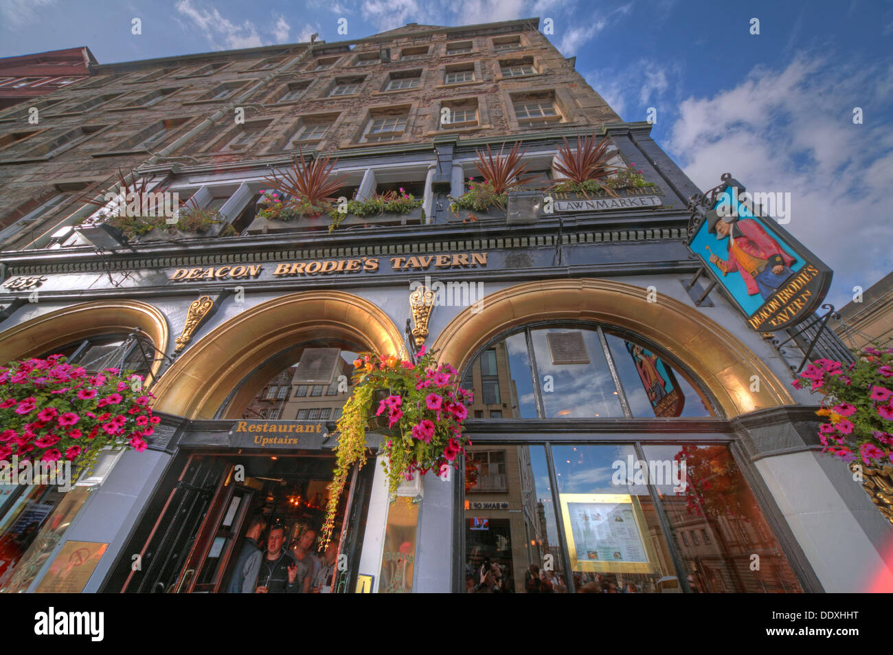 Deacon Brodies Tavern, Royal Mile, EDN, Edinburgh City, Scotland, UK - looking upwards - Stock Image