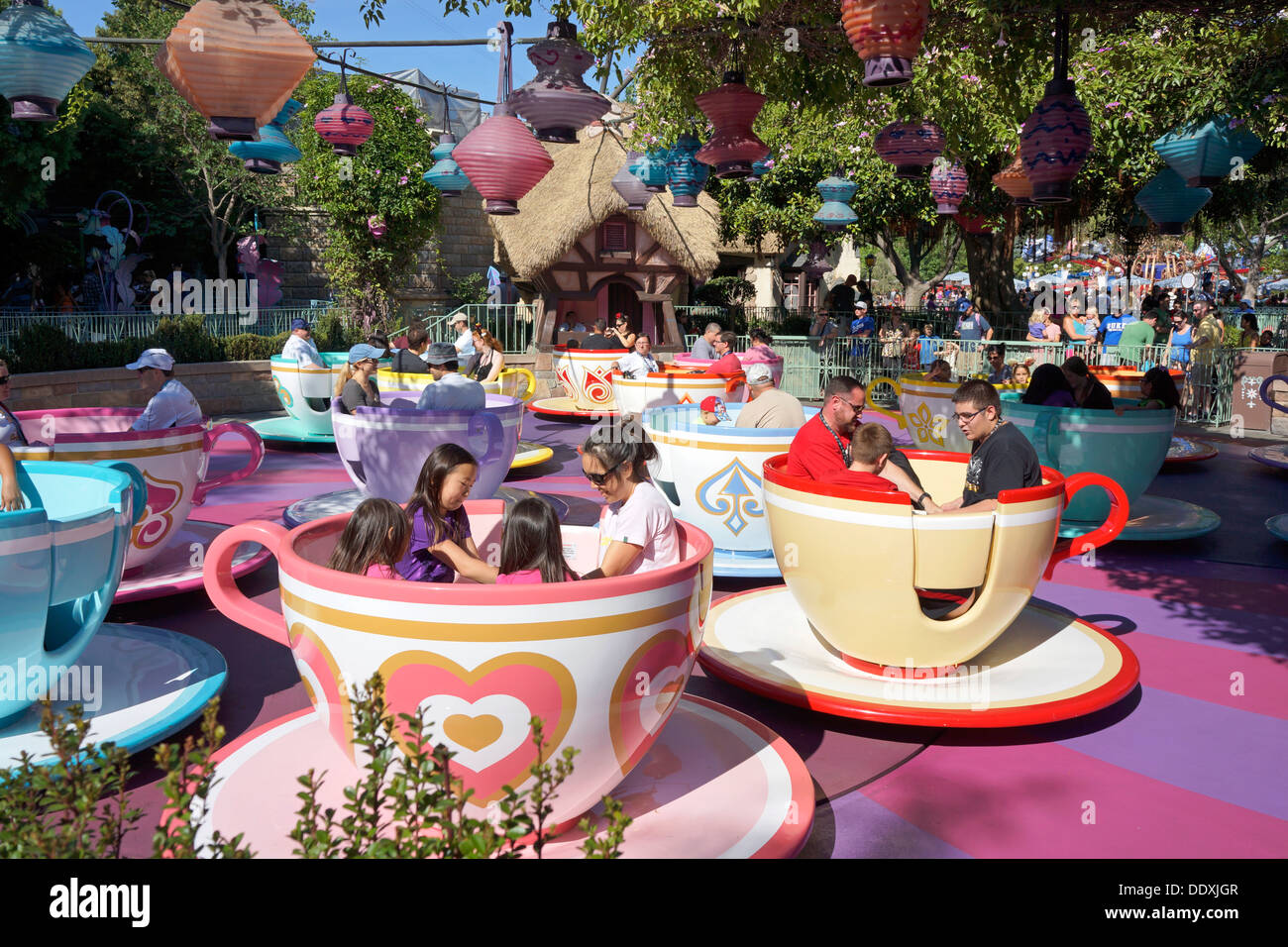 disneyland mad tea party teacup rides alice in wonderland anaheim stock photo 60206967 alamy. Black Bedroom Furniture Sets. Home Design Ideas