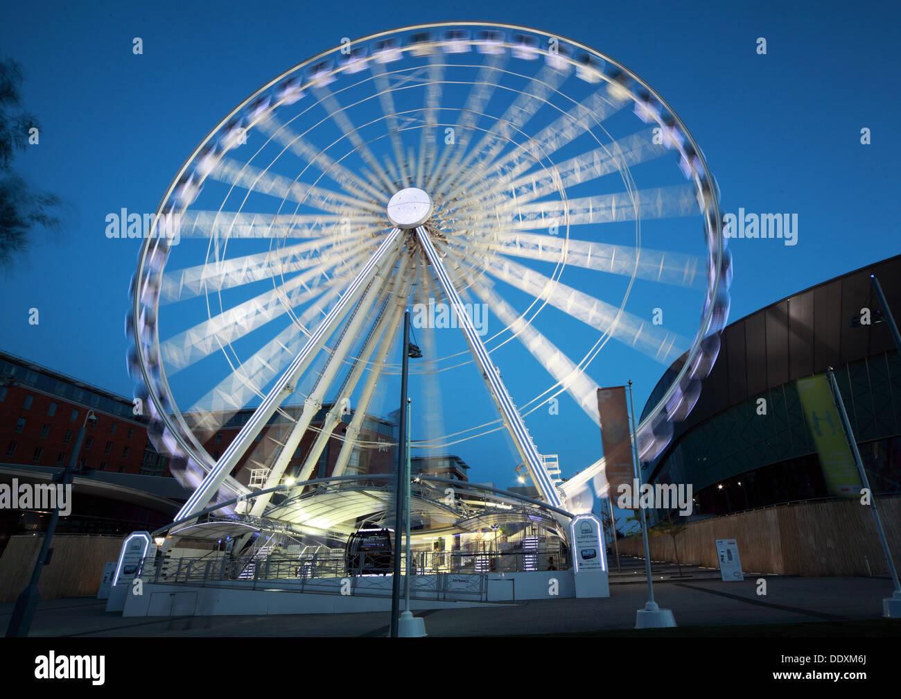 Echo Wheel at Albert Dock at Nighttime liverpool Merseyside England UK - Stock Image
