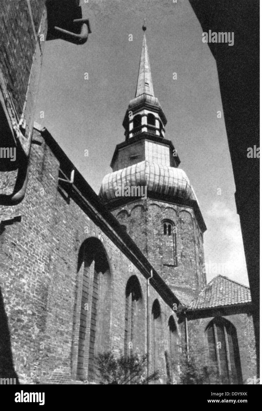 geography / travel, Germany, Stade, churches, St. Cosmae et Damiani, built 2nd half 13th century, exterior view, 20th century, 13th century, 20th century, Lower Saxony, Gothic style, Gothic period, red brick Gothic, religion, religions, Christianity, steeple, church tower, steeples, church towers, Cosmas and Damian, Northern Germany, the North of Germany, Germany, Central Europe, Europe, bell tower, belfry, bell towers, belfries, churches, church, beadhouse, bedehouse, sacred building, sacred buildings, architecture, Middle Ages, medieval, mediaeval, historic, , Additional-Rights-Clearences-NA - Stock Image
