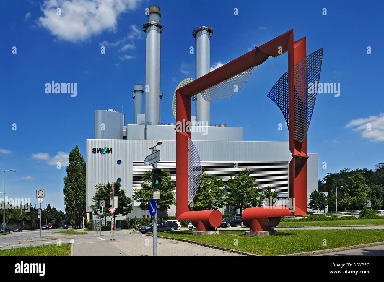 Artwork by Leismueller in front of the co-generation power plant 'Sued', combined heat and power plant operated - Stock Image