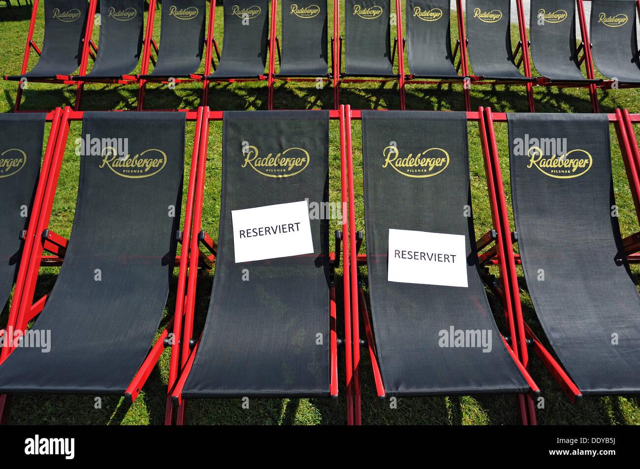 besserer Preis Großhandel Rabatt Deck chairs with reserved signs, Koenigsplatz square, Munich ...