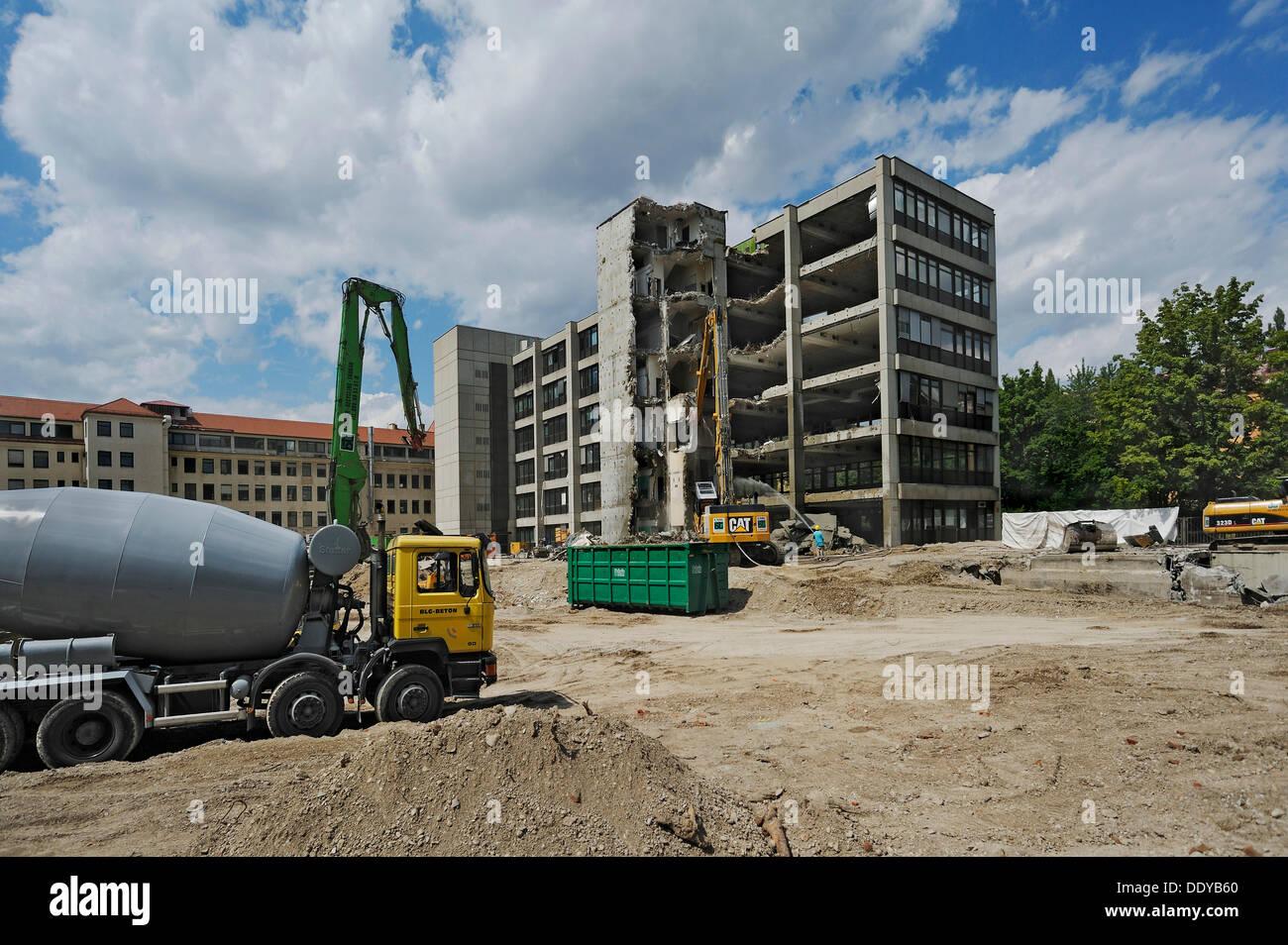 Demolition of housing blocks in Isartalstrasse, Munich, Bavaria, PublicGround - Stock Image