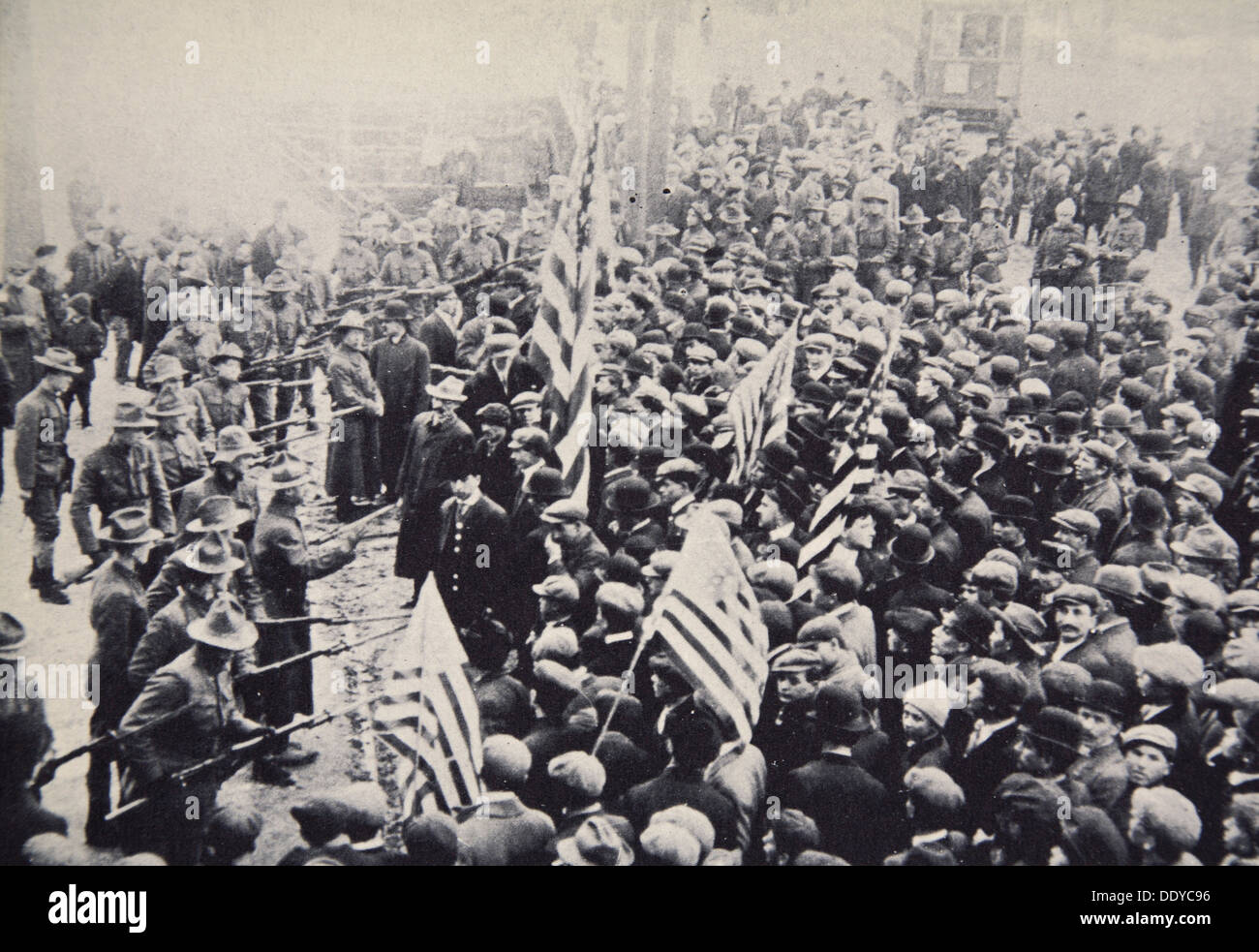Armed troops confronting protesters during an industrial dispute, USA, 1912. Artist: Unknown - Stock Image