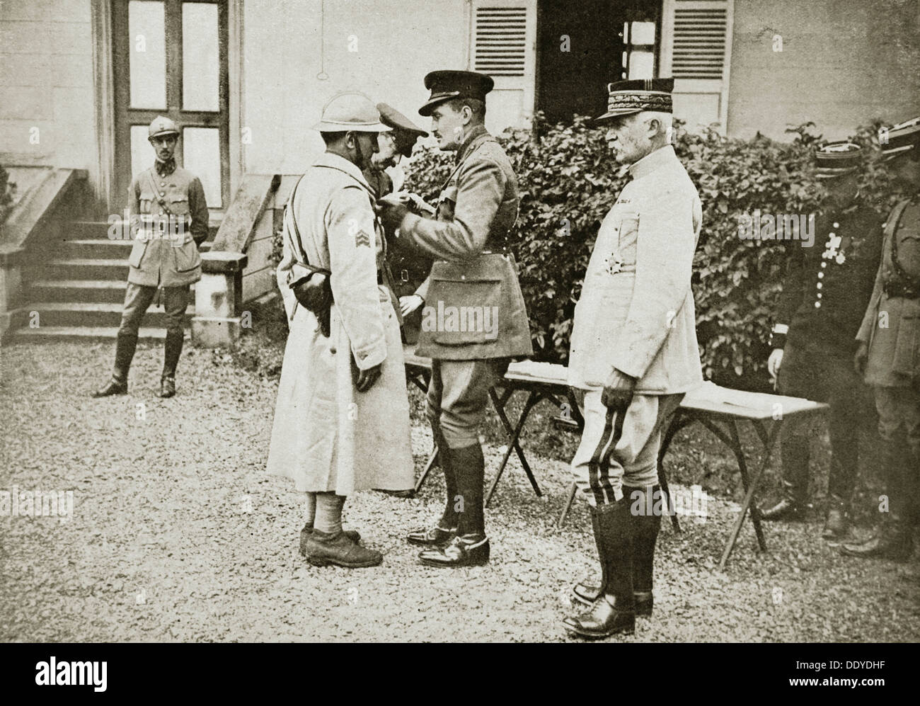 Prince Arthur of Connaught decorating a French sergeant, France, World War I, c1914-c1918. Artist: Unknown - Stock Image