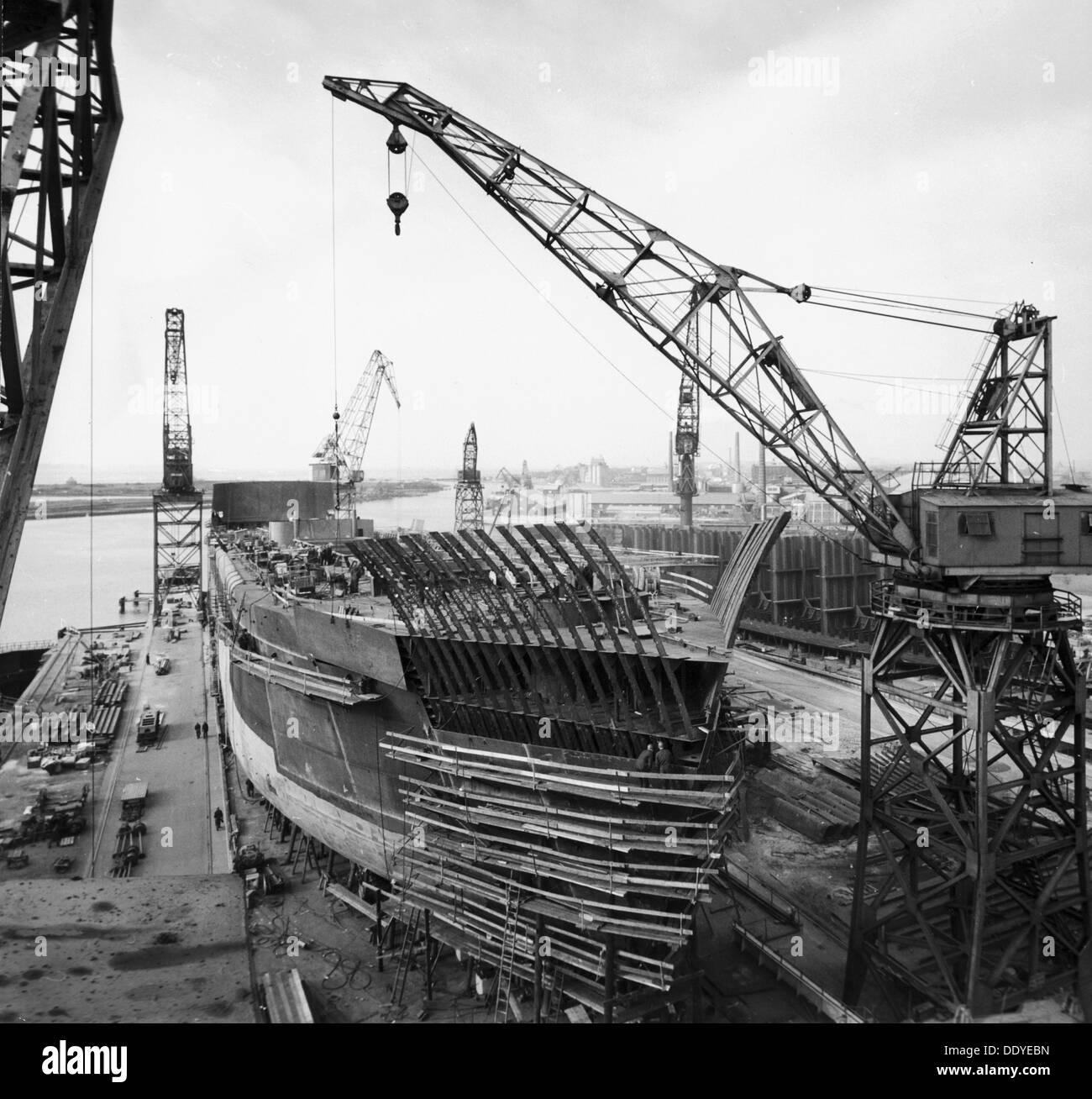 Building the M/S 'Torne' at the shipyard, Landskrona, Sweden, 1959. From the Landskrona Museum Collection. - Stock Image
