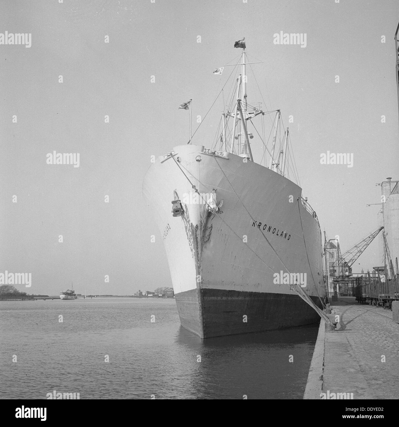 The M/S 'Kronoland' moored at the quayside, Landskrona harbour, Sweden 1953. From the Landskrona Museum Collection. - Stock Image