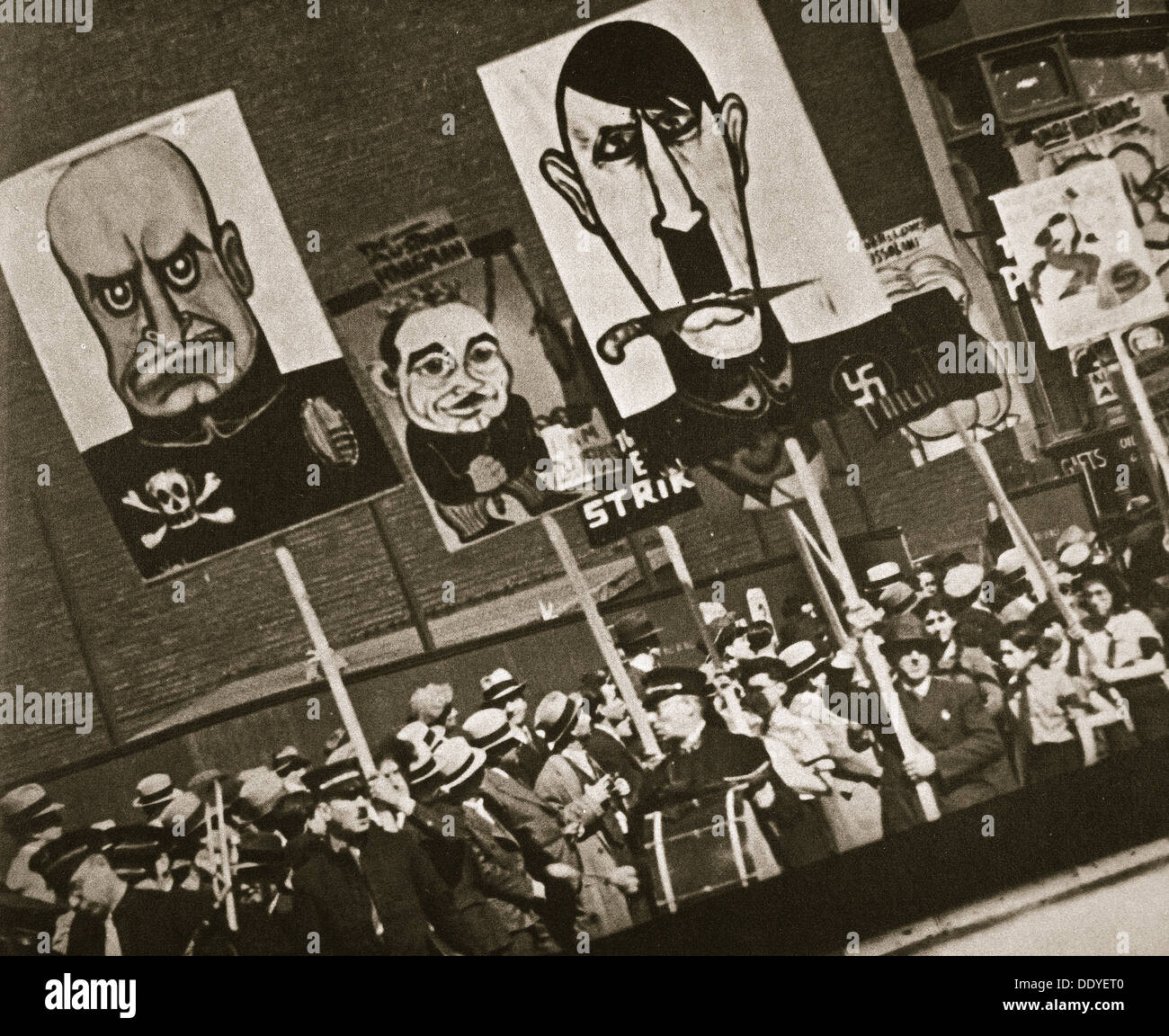 May Day parade, East Fourteenth Street, near Union Square, New York, USA, early 1930s. Artist: Unknown - Stock Image