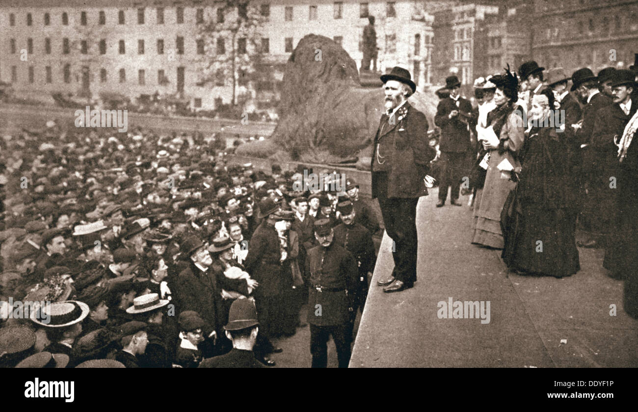 Keir Hardie addressing the first women's suffrage demonstration, London, 19 May 1906. Artist: Unknown - Stock Image
