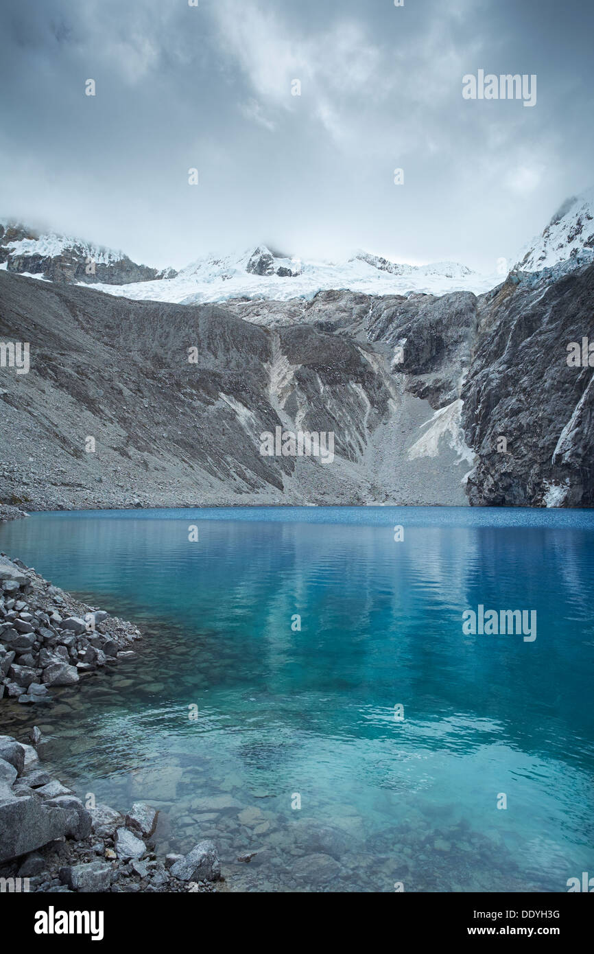 Laguna 69 with Pisco high above in the Huascarán National Park, Peruvian Andes. - Stock Image