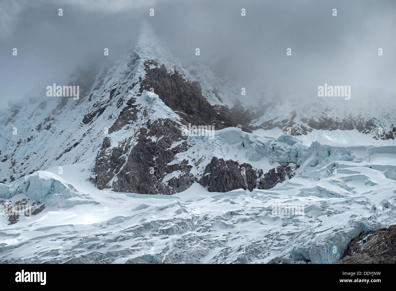 Glacier below Pisco and above Laguna 69 in the Huascarán National Park, Peruvian Andes. - Stock Image