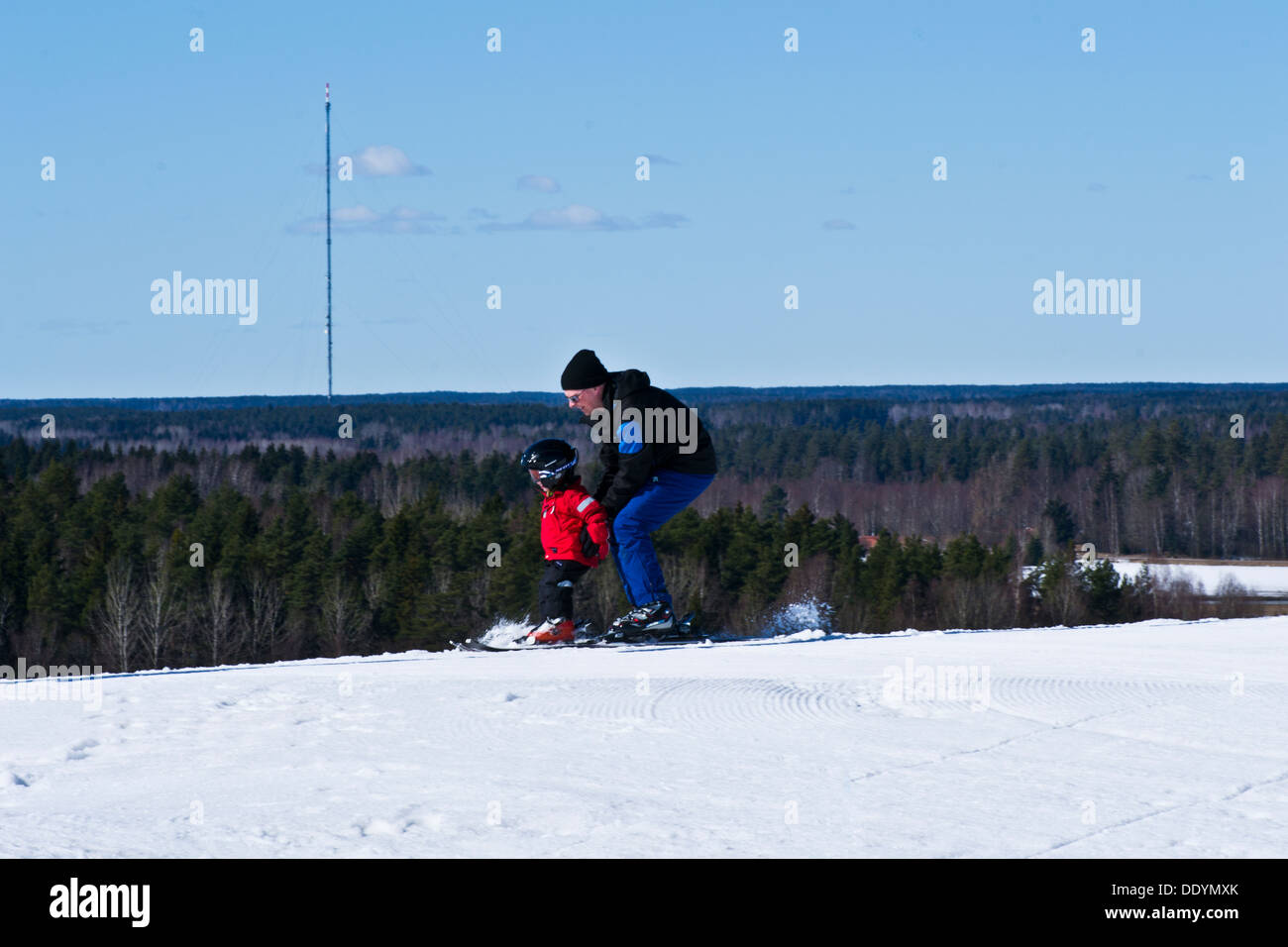 father teaches son / daughter to go downhill - Stock Image