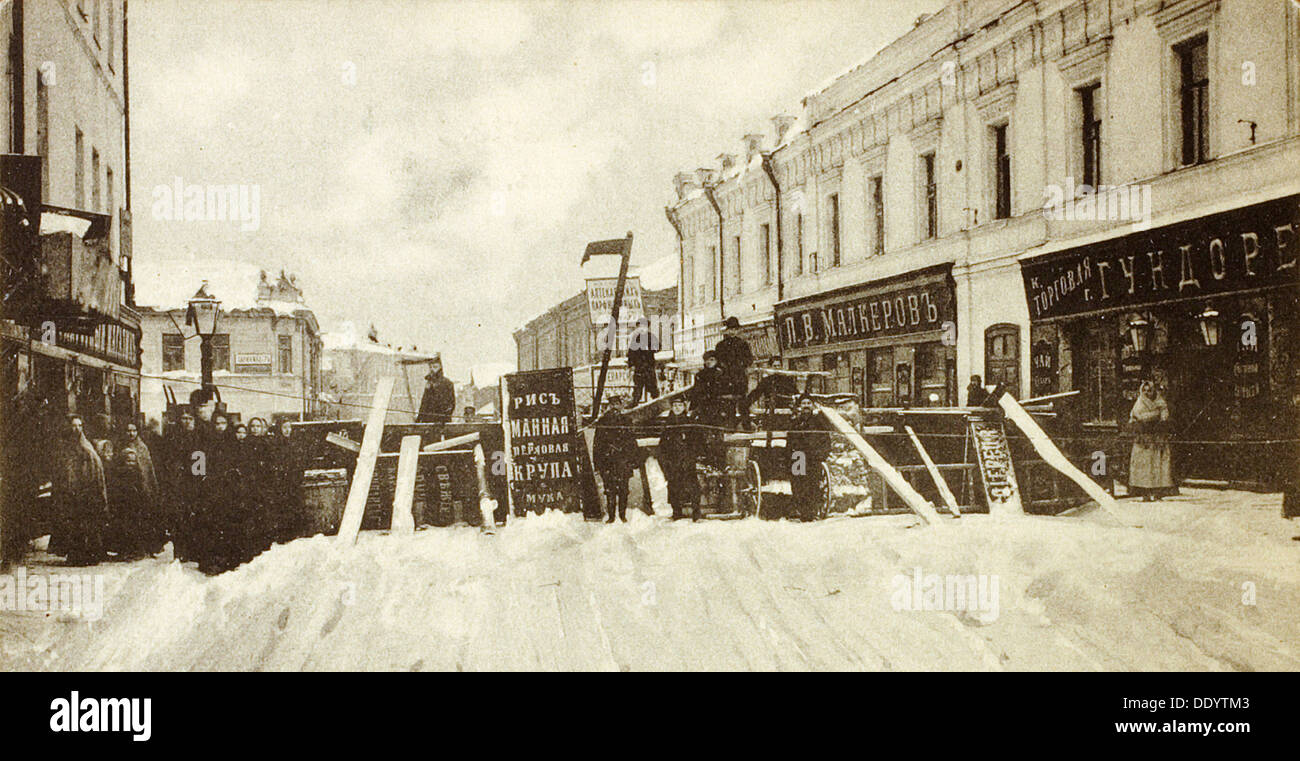 Revolutionary barricades on Seleznevskaya Street, Moscow, Russia, during the uprising in 1905. - Stock Image