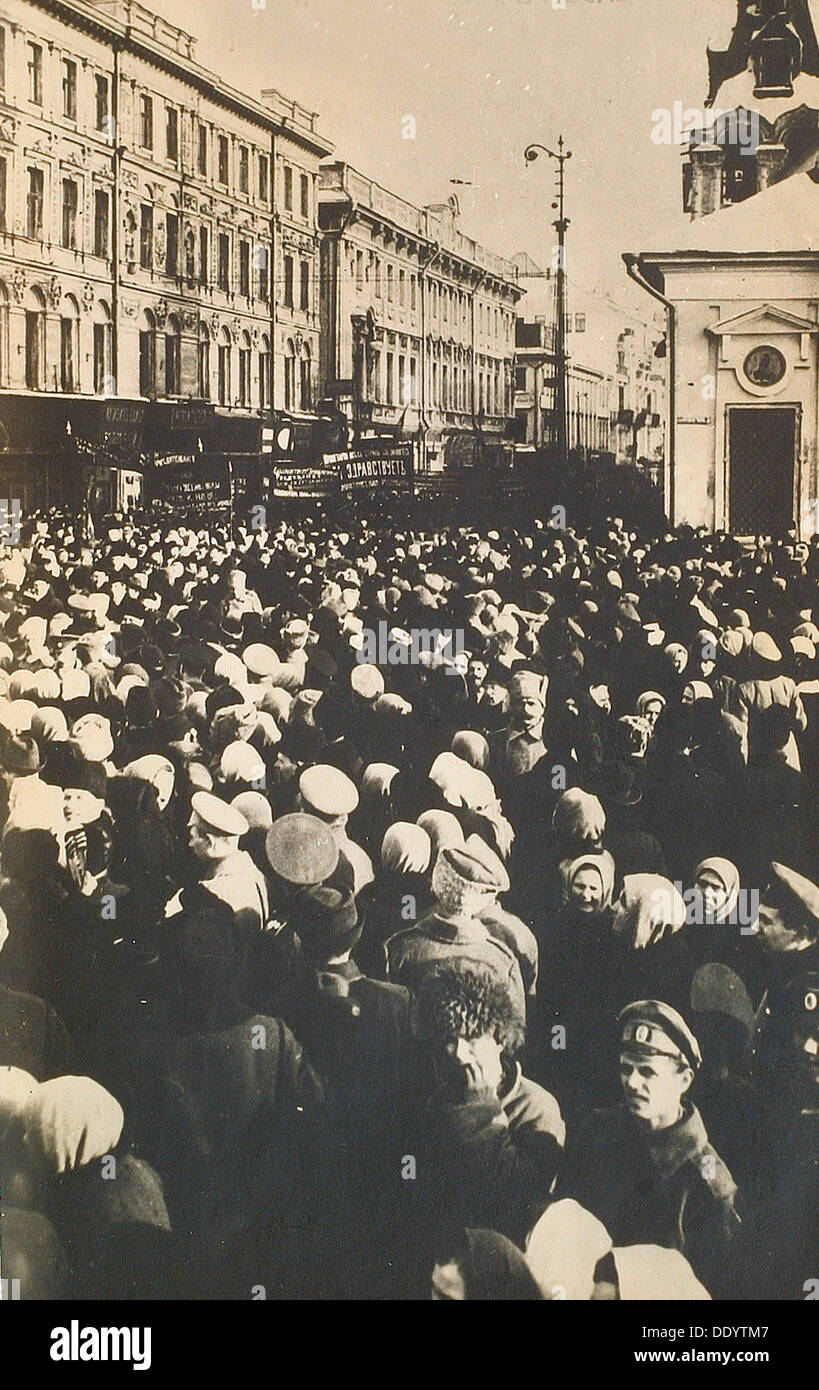 Revolutionary crowds at the Tverskaya, Moscow, Russia, c1905-c1917(?). - Stock Image