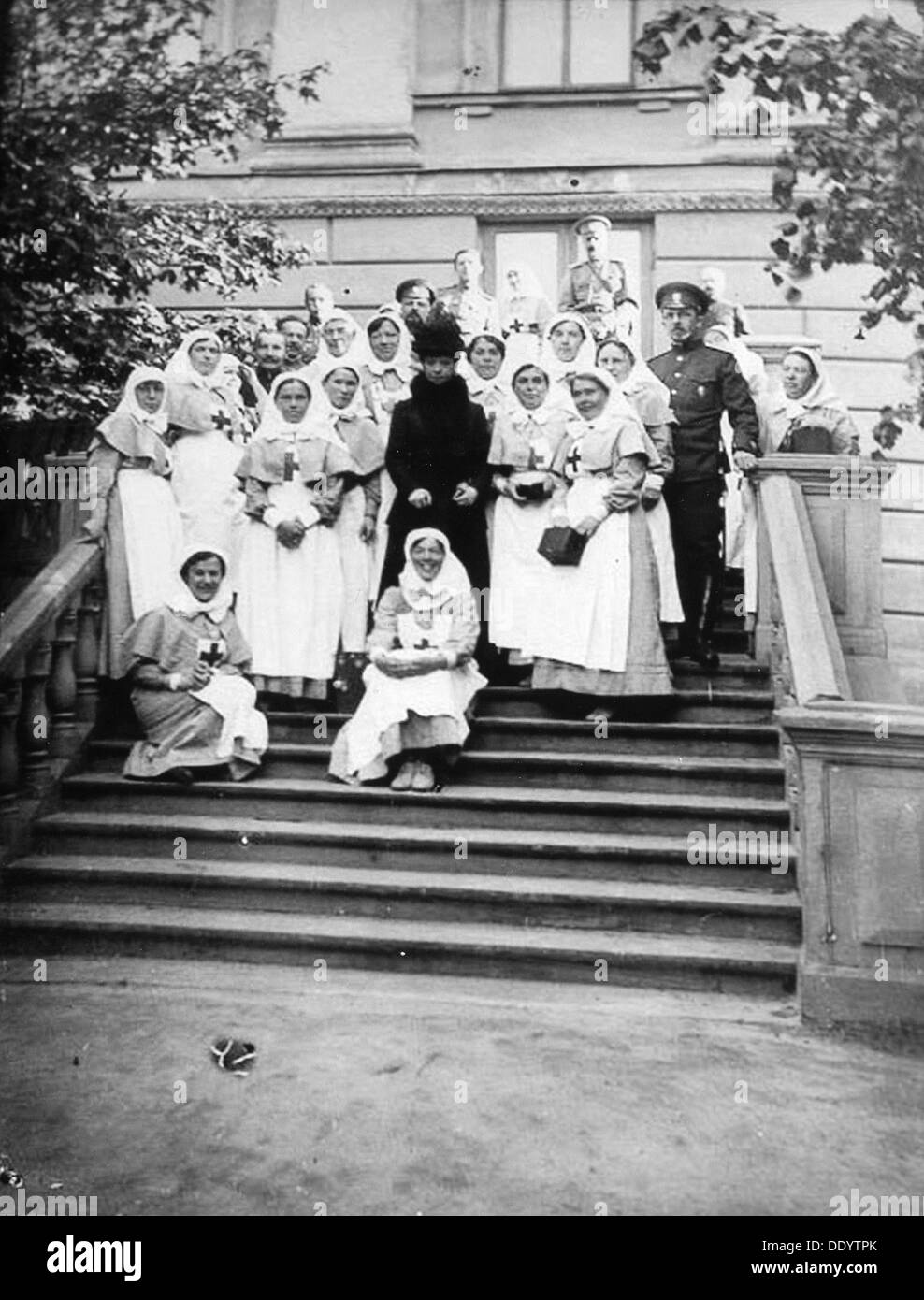 Dowager Empress Maria Feodorovna of Russia with nurses outside a hospital, Russia, 1916. - Stock Image