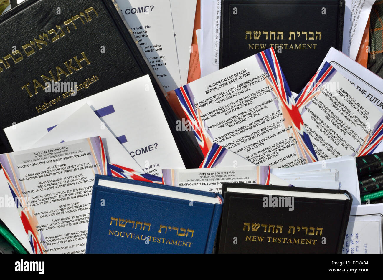Copies of the New Testament aimed at converting Jews to Christianity - Stock Image