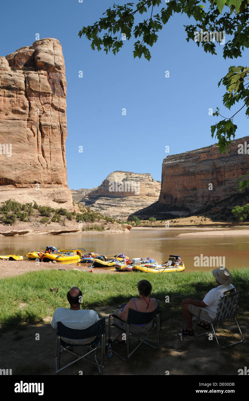 People relaxing at Steamboat Rock at Echo Park during rafting trip on the Green River in Dinosaur National Monument,  Utah - Stock Image