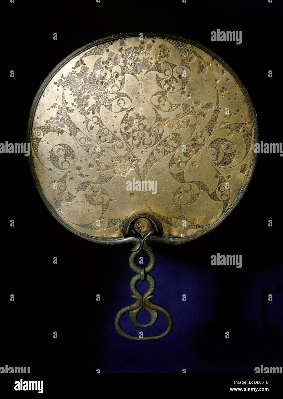 Bronze mirror with richly engraved back, Ancient British, 50 BC - 50 AD. Artist: Werner Forman - Stock Image