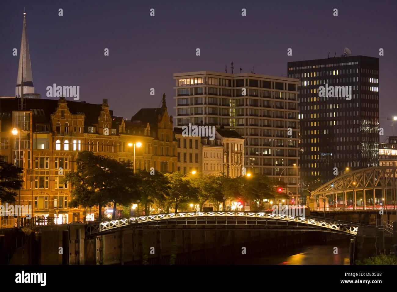 Office buildings, St. Katharinen Church and Kibbelstegbruecke bridge on the Zollkanal canal in the evening, Hamburg Stock Photo
