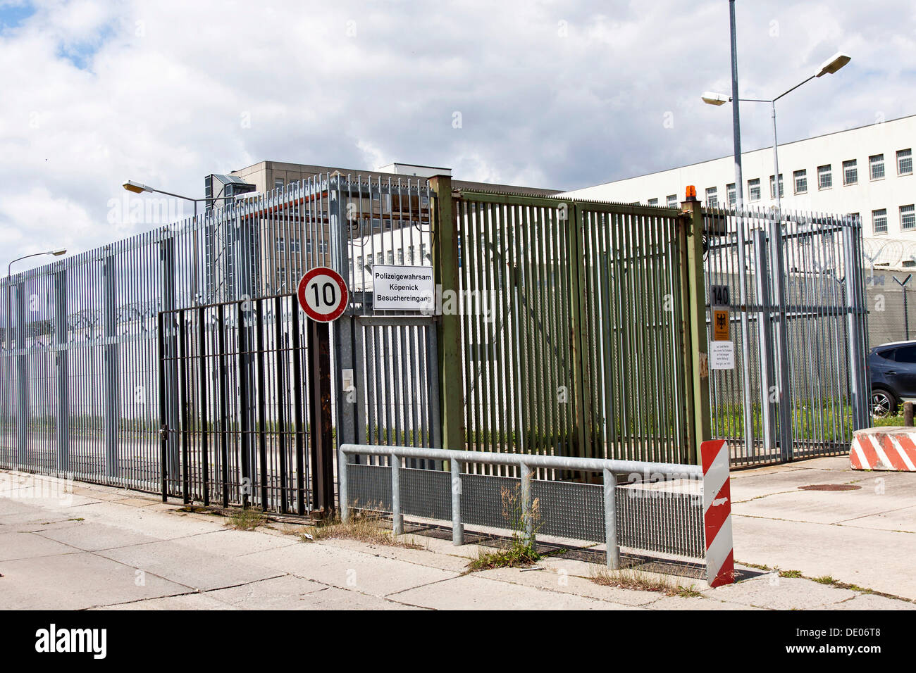 Police custody, detention, Dir ZA Gef 2, deportation facility, prison, Federal Office for Migration and Refugees in Berlin - Stock Image
