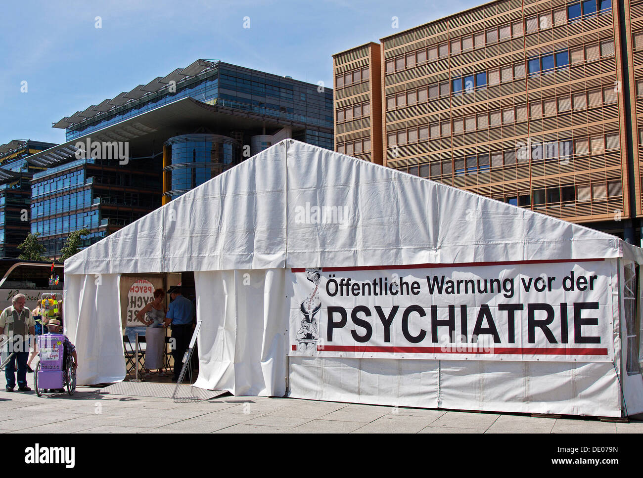Tent of the Citizens Commission on Human Rights, CCHR, ADHD, poster, lettering 'Oeffentliche Warnung vor der Psychatrie', German - Stock Image