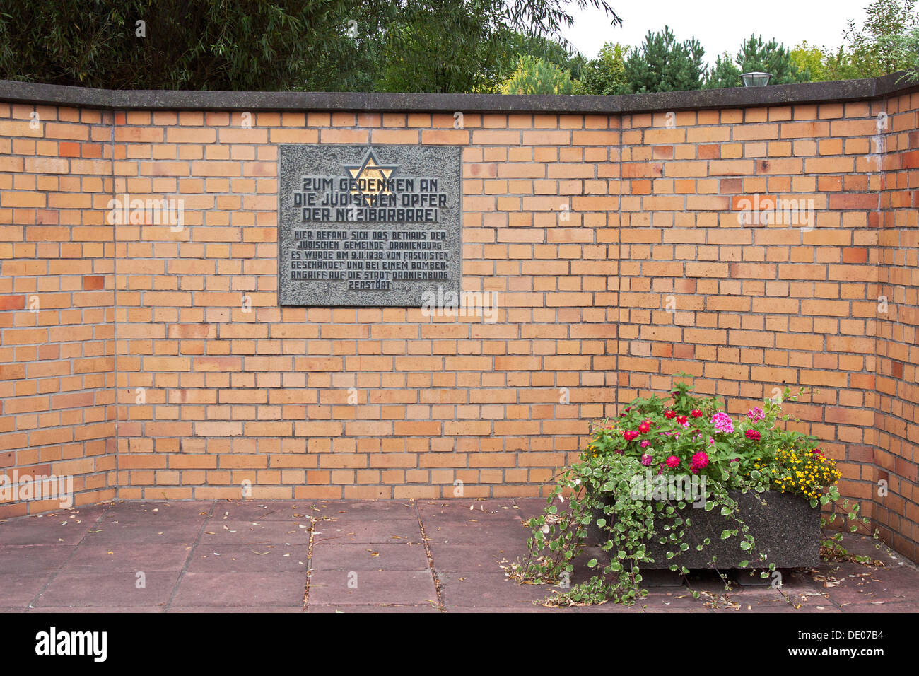 Memorial, plaque, in memory of the Jewish victims of Nazi barbarism, in this place there was the synagogue of the Jewish - Stock Image