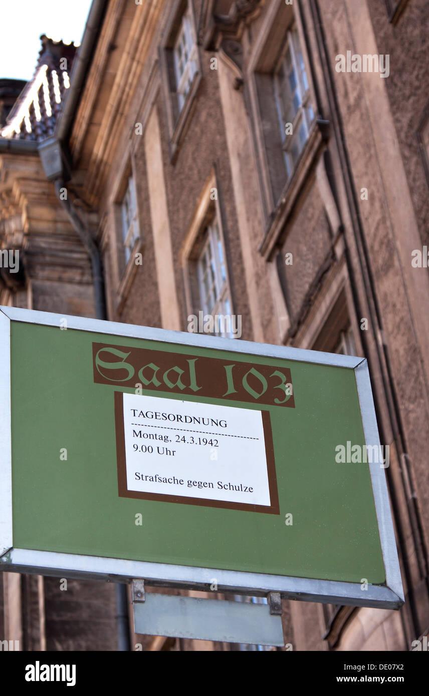 Sign, lettering, 'Saal 103, Tagesordnung, Montag 24.3.1942, 9:00 Uhr, Strafsache gegen Schulz', German for 'Hall 103, Agenda - Stock Image