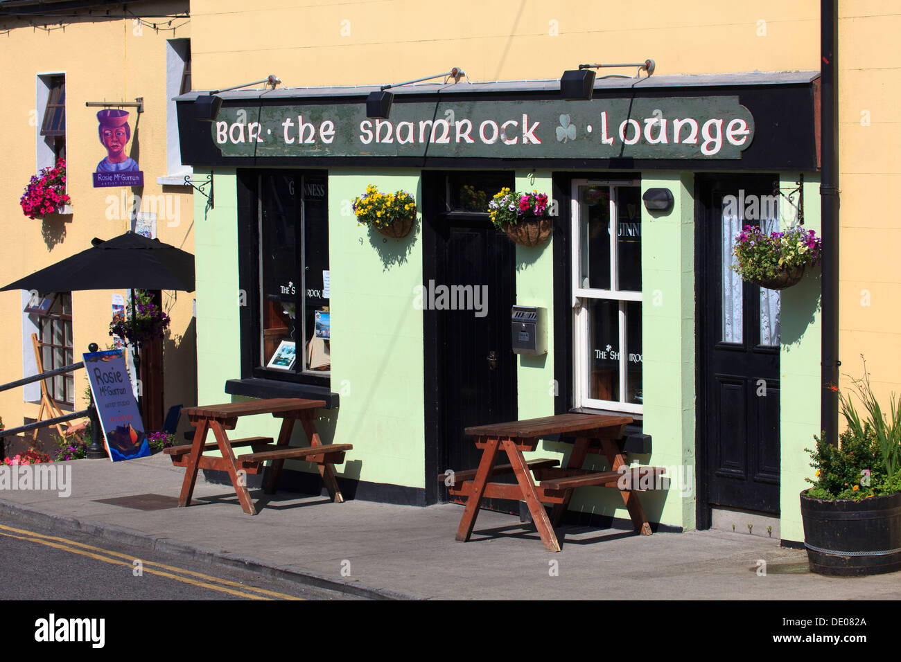 Typical Irish bar in Roundstone in County Galway, Ireland Stock Photo