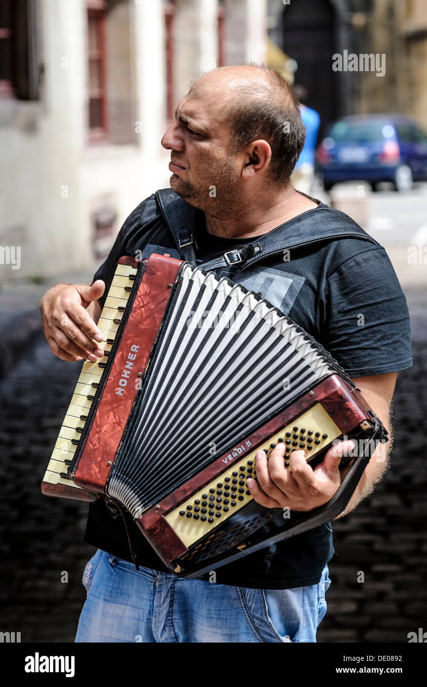 Street musician in Colmar, Alsace, France - Stock Image