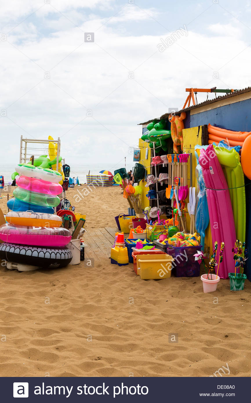 Beach shop on the sand in Viking Bay, Broadstairs, Kent, UK - Stock Image