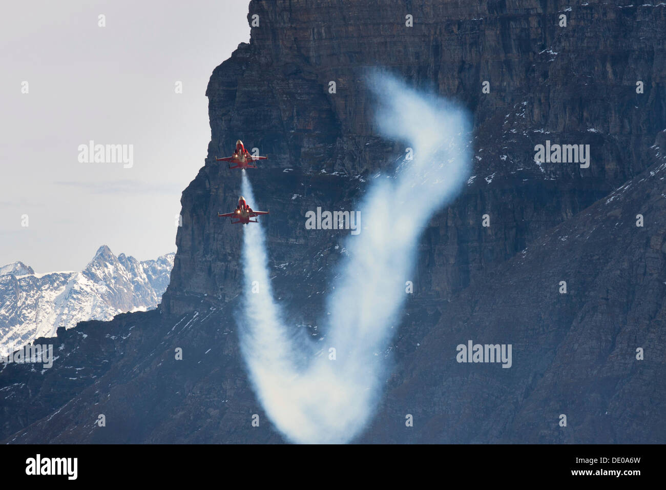Pursuit flight of the Patrouille Suisse with the Northrop F-5E Tiger II, mountain-air show of the Swiss Air Force at Axalp - Stock Image