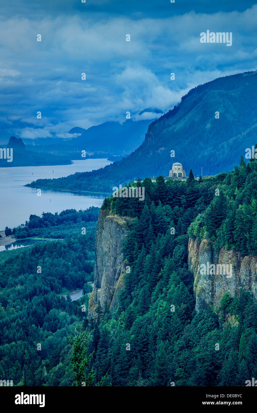 Early morning view of Vista House at Crown Point and the Columbia River Gorge, Oregon USA - Stock Image