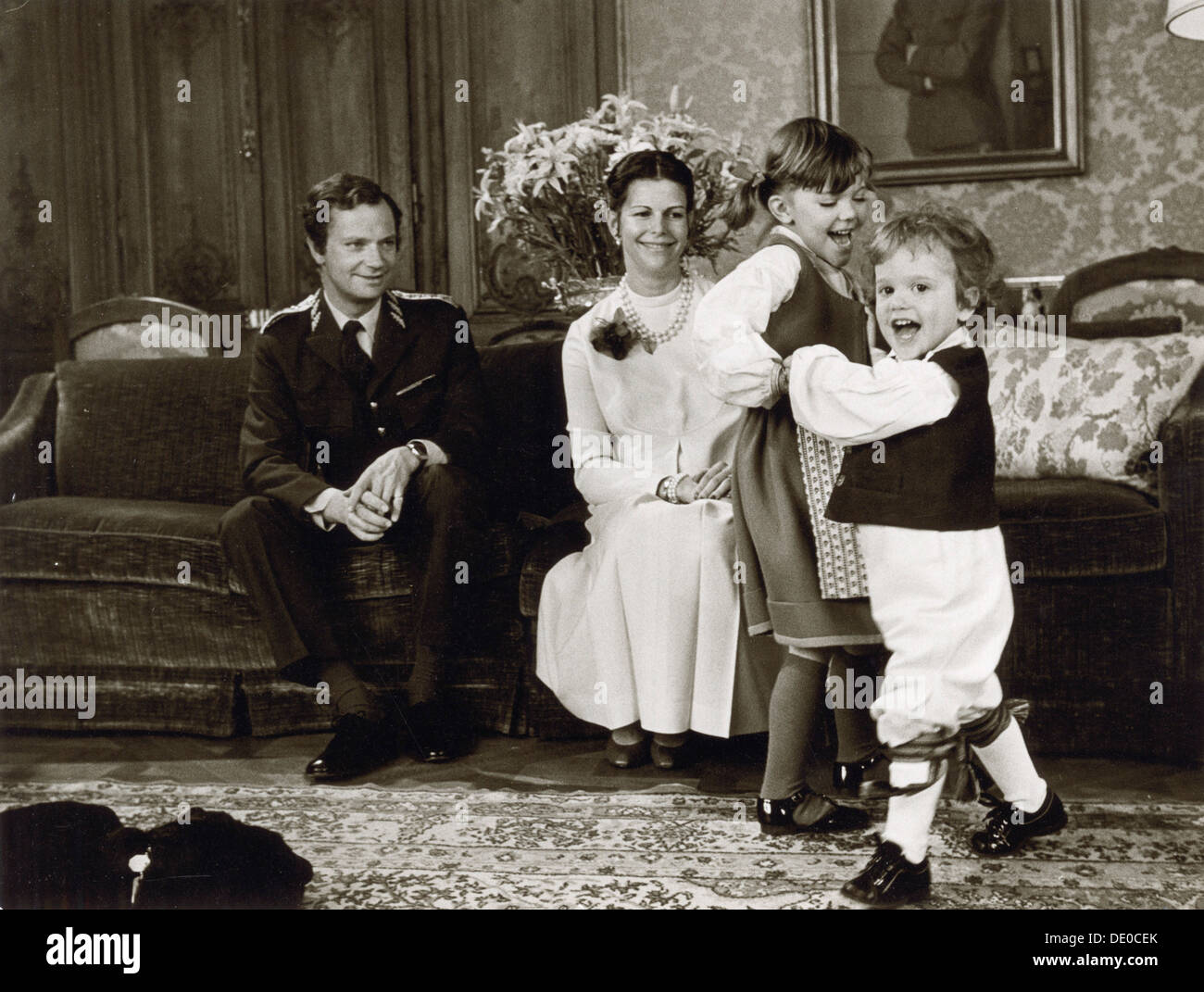 The Swedish Royal Family at their official Christmas photo shoot, 1981. King Carl XVI Gustaf (1946-), Queen Silvia (1943-) and their two eldest children, Crown Princess Victoria (1977-) and Prince Carl Philip (1979-). - Stock Image