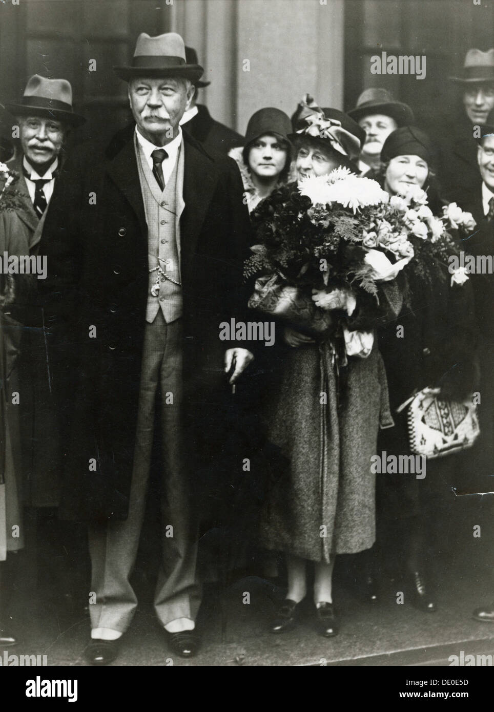 Scottish novelist Sir Arthur Conan Doyle and his wife, Stockholm, Sweden, 1929. Conan Doyle (1859-1930) was the creator of Sherlock Holmes, Professor Challenger and Brigadier Gerard. He married Jean Elizabeth Leckie, his second wife, in 1907. - Stock Image